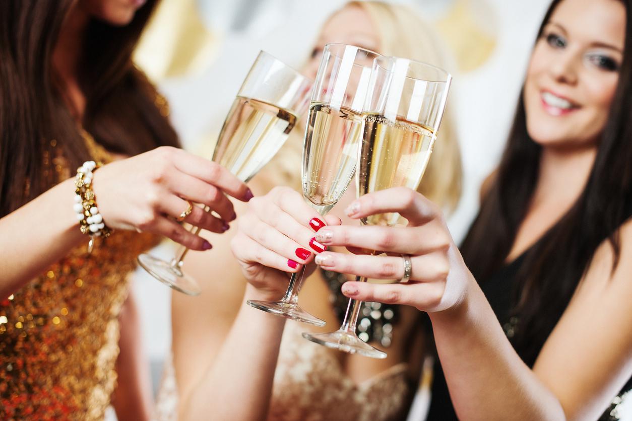 тщательно фотосессия подруги шампанское ними сложно